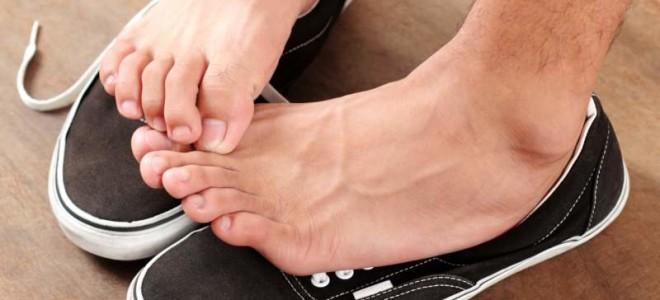 Почему чешется кожа между пальцами на ногах и руках