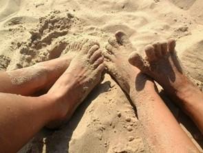 Несмотря на большое количество ультрафиолета, грибком можно заразиться на пляже