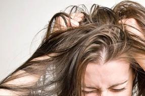 Перхоть на волосах не выглядит эстетично
